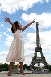 forced-perspective-eiffel-tower